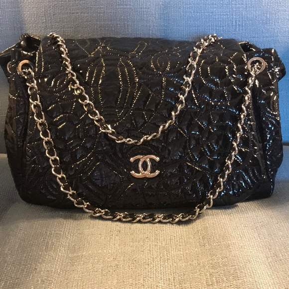 301bf60eaa9c CHANEL Handbags - CHANEL Chain Flap Bag